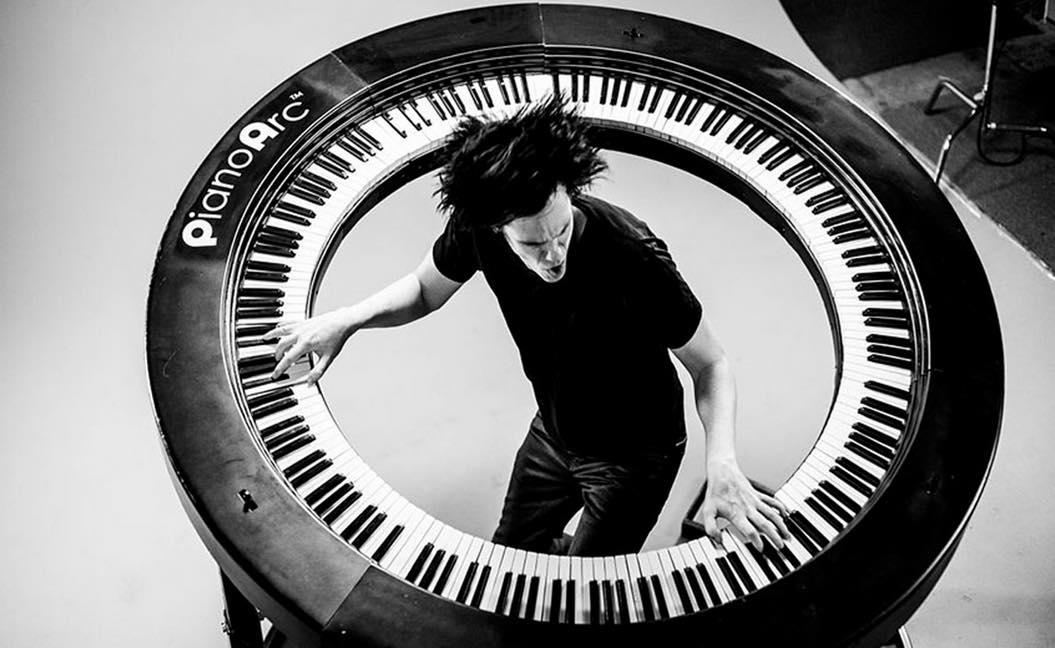 円形のピアノ